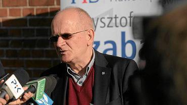 Krzysztof Czabański na konferencji prasowej przed Urzędem Miasta Torunia