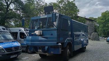 Policja i protestujący pod Sejmem
