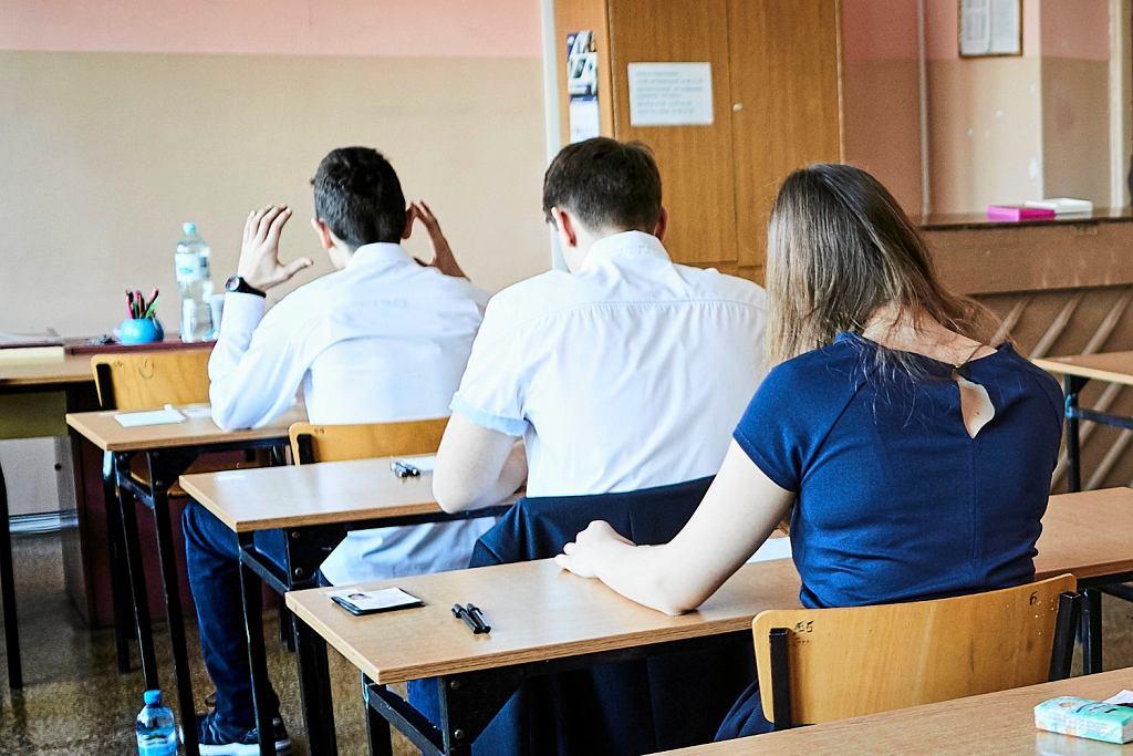 Uczniowie przed egzaminem gimnazjalnym (fot: Tomasz Stańczak / Agencja Gazeta)