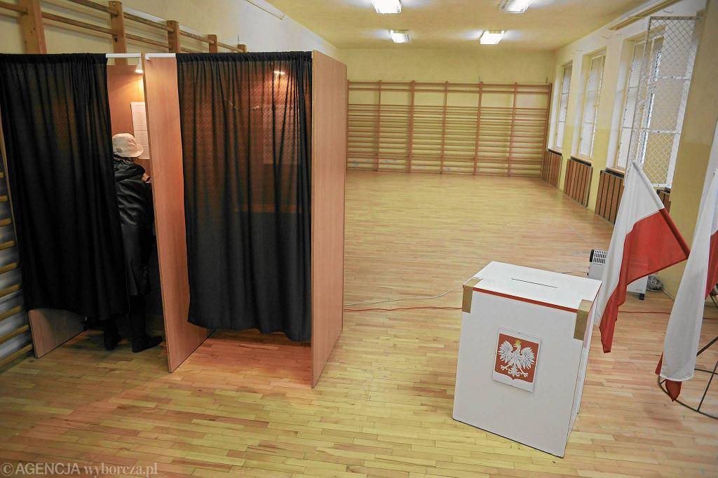 Lokal wyborczy podczas wyborów samorządowych w 2010 roku (zdjęcie poglądowe)