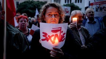 Demonstracja w Olsztynie przeciwko ustawom ograniczającym niezależność sądownictwa .