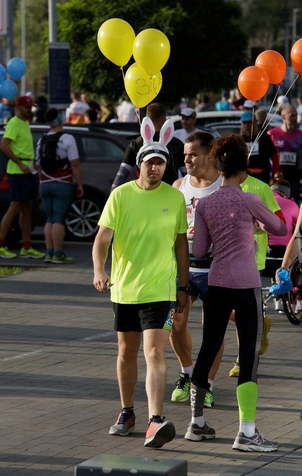 Zdjęcie numer 91 w galerii - Ponad 1200 biegaczy na starcie 37. Toruń Maraton, wygrał Łukasz Oskierko [ZDJĘCIA]