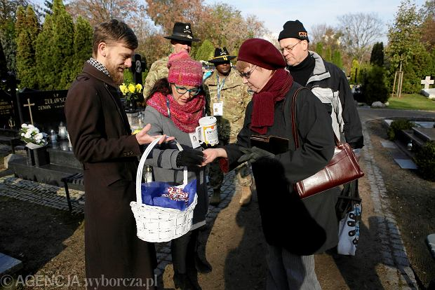 Zdjęcie numer 32 w galerii - Rekordowa kwesta. Na cmentarzu św. Jerzego w Toruniu udało się zebrać 23,5 tys. zł