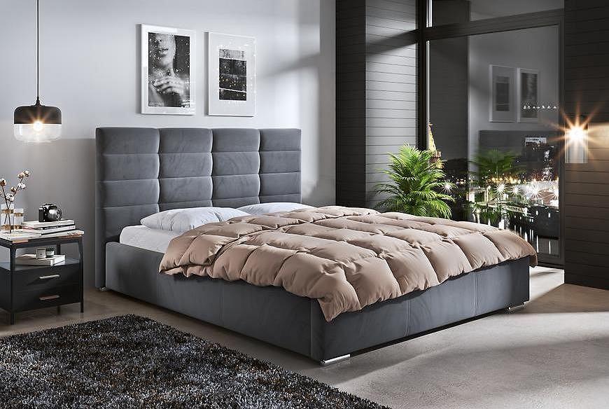 Tapicerowane łóżko małżeńskie.