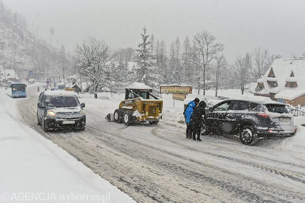 03.01.2019 Zakopane. Kilkudniowe intensywne opady śniegu sparaliżowały ruch na podhalańskich drogach.