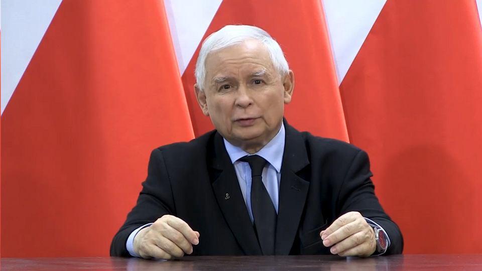 Jarosław Kaczyński podczas wygłaszania orędzia