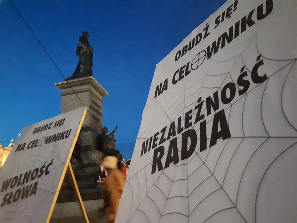 Demonstracja KOD-u w Krakowie w obronie wolnych mediów.