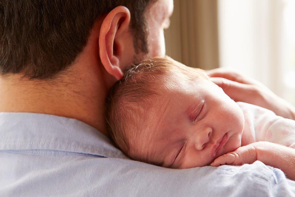 Tata został skrytykowany za to, że sformułował zasady dotyczące odwiedzin noworodka