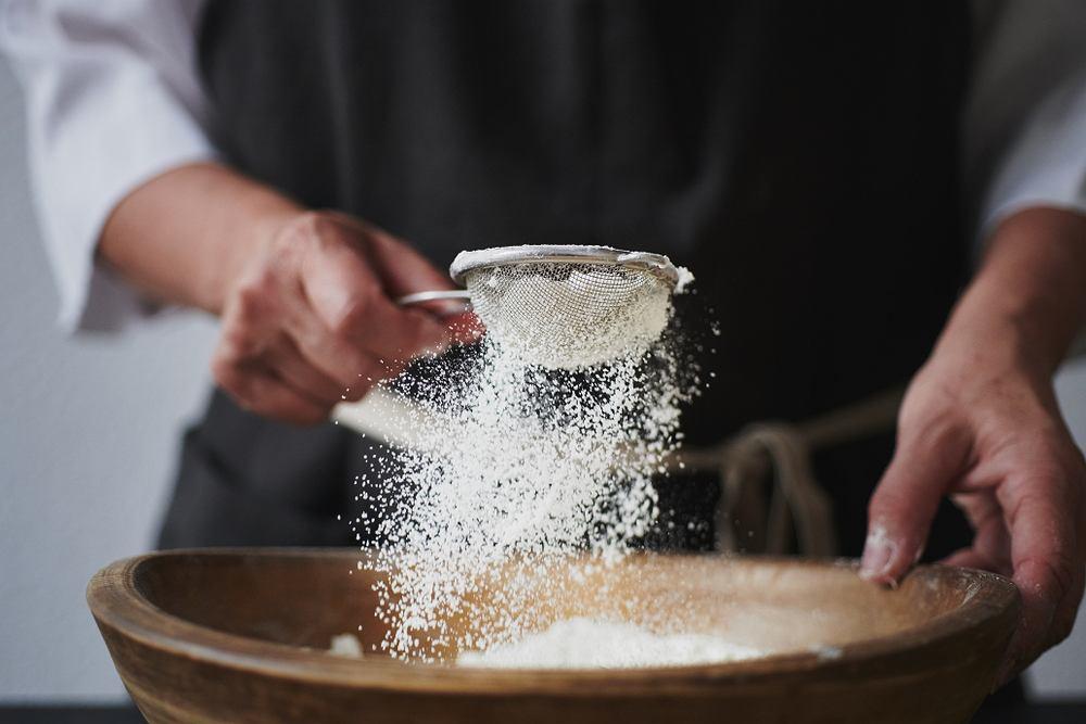 Czy przesiewanie mąki jest konieczne? Sprawdź