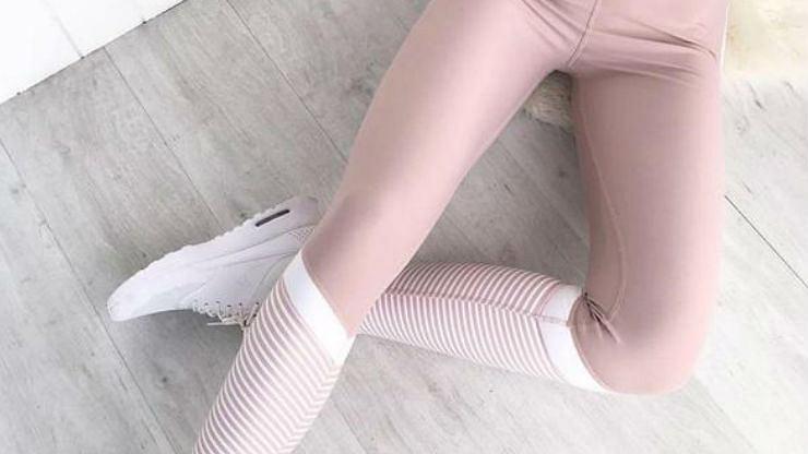 Pastelowe legginsy: zrezygnuj z szarości i postaw na kolor