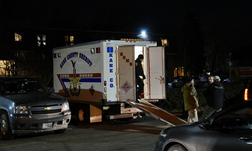 Sześć osób, w tym sprawca, zginęło podczas strzelaniny w miejscowości Aurora na przedmieściach Chicago. Do zdarzenia doszło na terenie fabryki, po broń sięgnął jeden z pracowników