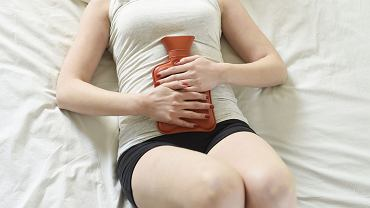 Wiele miesiączkujących kobiet cyklicznie bądź stale cierpi na różne dolegliwości, które towarzyszą krwawieniom. Najczęściej jest to ból brzucha czy ból pleców w okolicy lędźwiowej