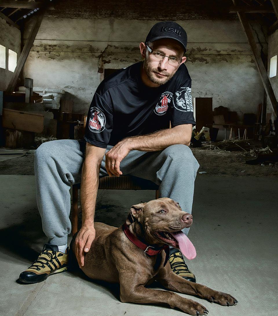 W ciągu roku Hieronim znalazł dom dla 80 psów. Na zdjęciu Megi, która została z nim w Posadówku. Właściciele postanowili wyjechać za granicę i nie mieli co zrobić z psem; chcieli ją oddać lub uśpić