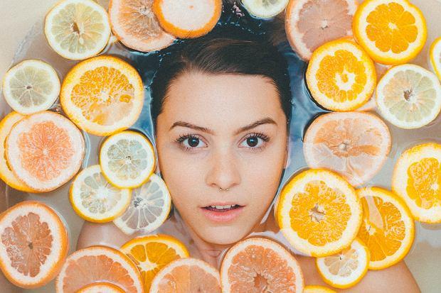Miód, oliwa i sól - zamiast dodać do jedzenia, użyj ich do pielęgnacji skóry. Ekokosmetyki łatwo zrobisz we własnej kuchni