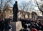 Gdańscy radni chcą usunąć pomnik ks. Jankowskiego