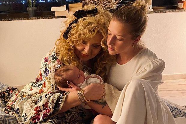 Lara Gessler postanowiła świętować Dzień Babci również na Instagramie. Przyznała, że jest zaskoczona tym, jak znana restauratorka zmieniła się przy wnuczce.