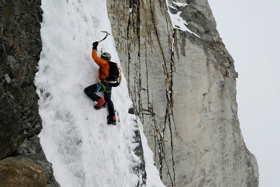 Ueli Steck, jeden z najlepszych alpinistów na świecie, znany ze swoich szybkich i samotnych wejść. Szwajcar został nominowany za pierwsze przejście południowej ściany Annapurny (8091 m.n.p.m.). Wspinał się sam.