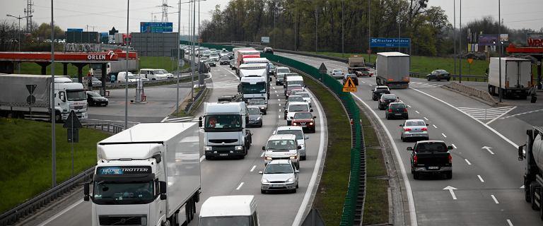 Liczne utrudnienia na autostradzie A4. Trzy wypadki i sznur samochodów