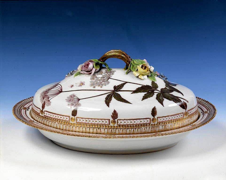 Półmisek, porcelana Flora Danica, ok. 1800 / Mat. prasowe