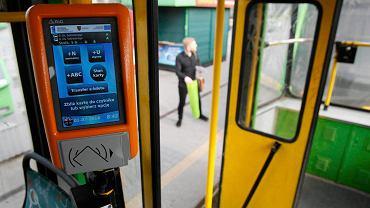 Pustki w autobusach. Pasażerów mniej o połowę. Wpływy z biletów niższe o jedną trzecią