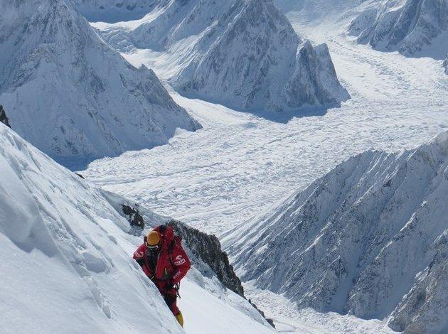 Broad Peak, rok 2013, przedostania szczelina przed przełęczą, wysokośc ok. 7750 m.