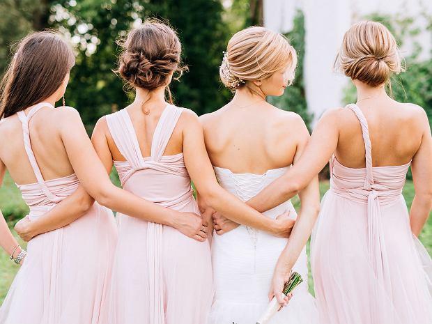 Sukienka dla druhny - w co się ubrać, gdy pełni się na weselu wyjątkową funkcję?