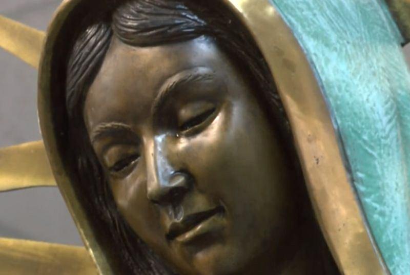 Posąg Matki Boskiej płacze, a nikt nie potrafi tego wyjaśnić