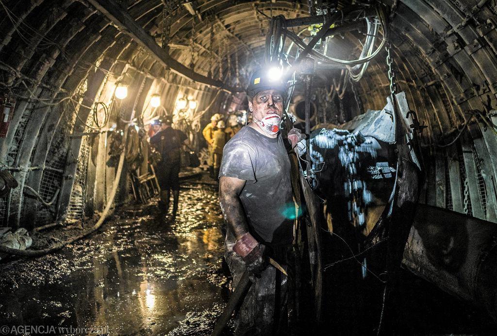 Górnicy podczas pracy 1290 m pod powierzchnią. Kopalnia Bydryk, Ornontowice, 16 maja 2017