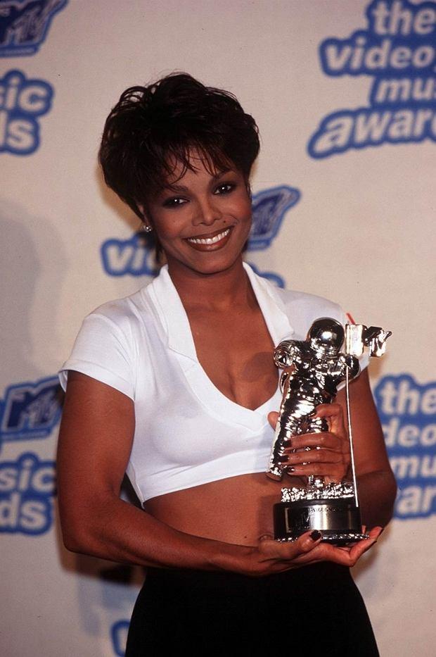 Zdjęcie numer 3 w galerii - Jak zmieniała się Janet Jackson? [GALERIA]