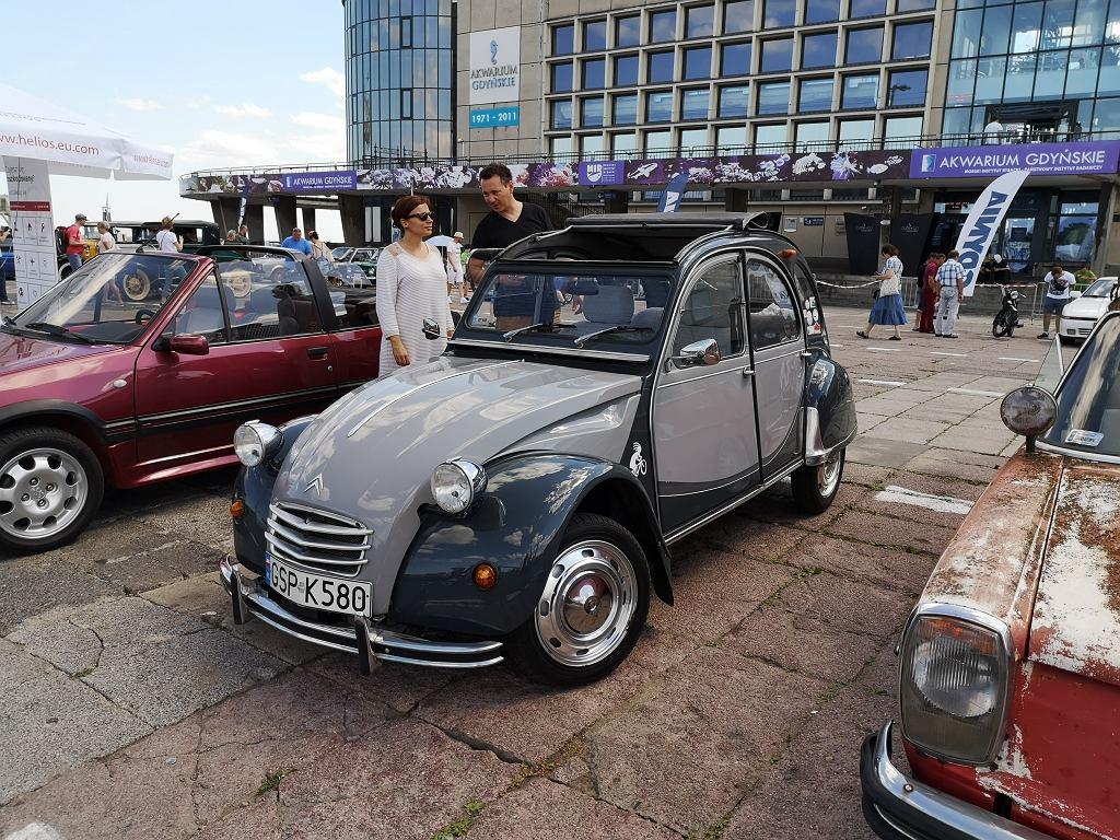 Citroen 2CV należący do Anny i Marka Gutów. Mieszkają w Sopocie. Ona jest miejską rzeczniczką praw konsumentów, on przedsiębiorcą.