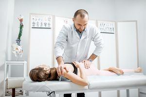 Chory kręgosłup, niemowlak z nadmiernym napięciem mięśniowym, kontuzja... Fizjoterapeuci nie pomogą. Chyba że zejdą do podziemia