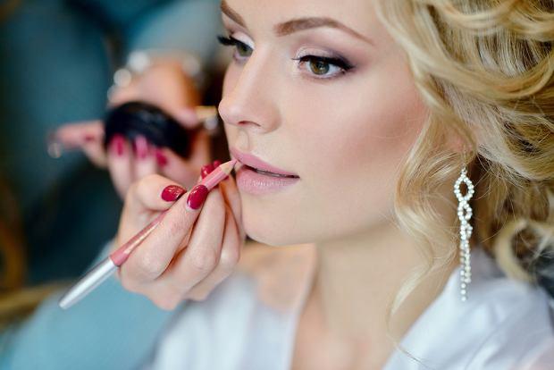 Jaki makijaż ślubny jest odpowiedni dla blondynek?