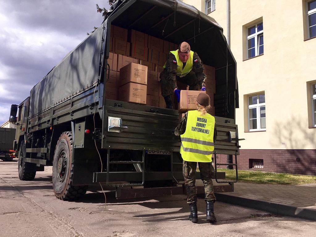 Żołnierze WOT podczas działań w ramach wspierania służby zdrowia
