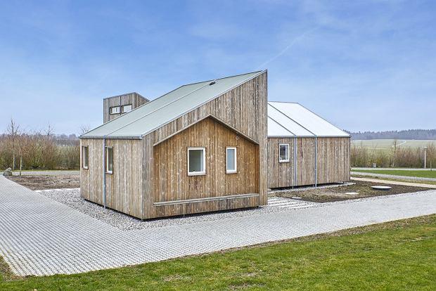 Oto dom zbudowany ze słomy, siana oraz łodyg pomidorów!