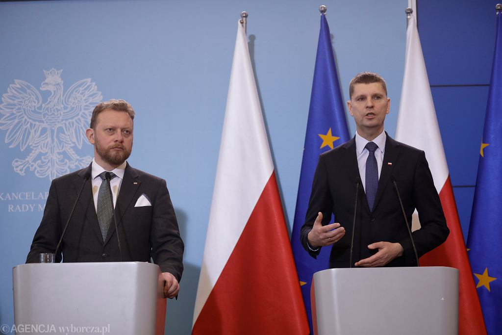 Minister zdrowia Łukasz Szumowski i minister edukacji narodowej Dariusz Piontkowski.