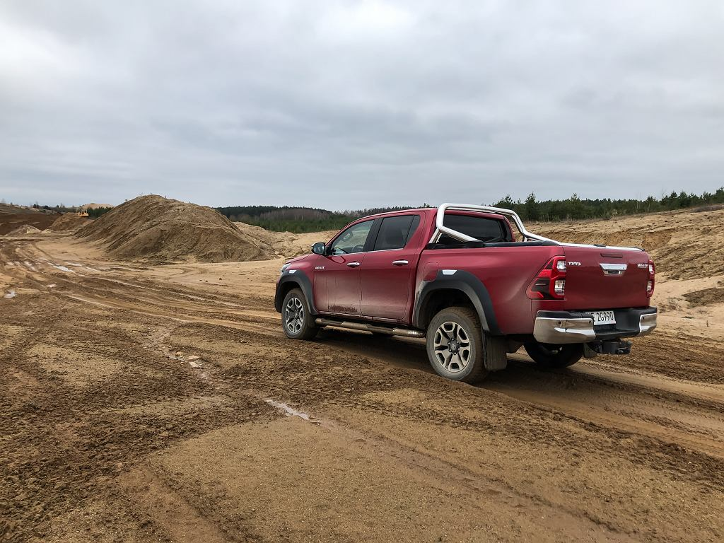 Toyota Hilux Invincible 2.8 204 KM