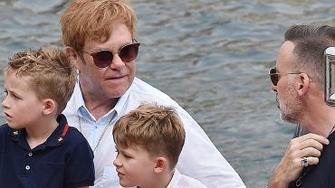 Elton John z rodziną