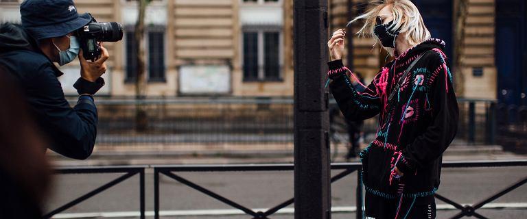 Bluzy Vans cieszą się dużą popularnością wśród kobiet jak i mężczyzn! Kultowe modele kupisz na wyprzedaży!