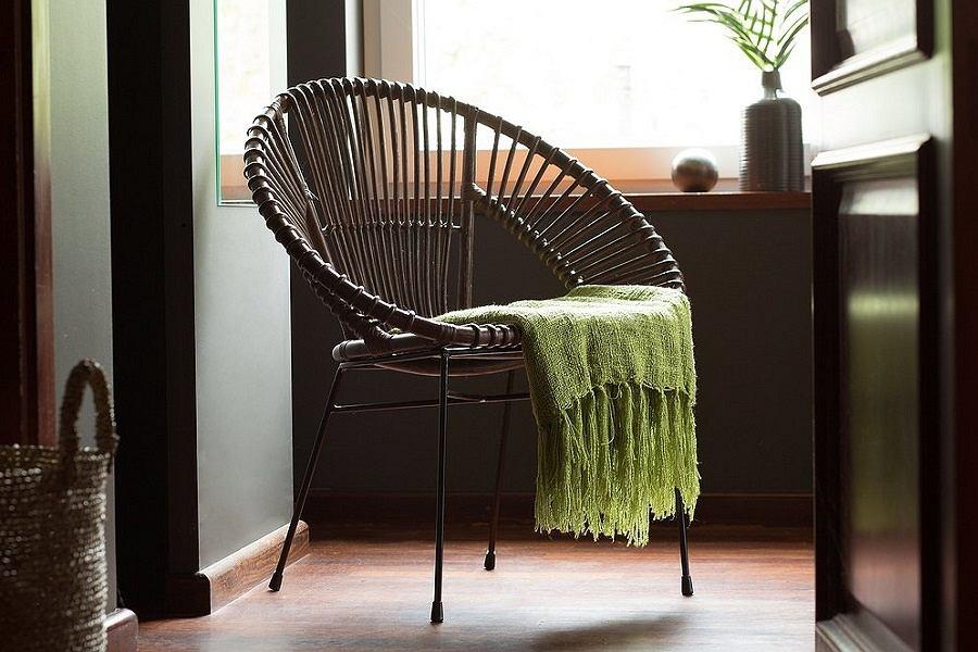 Rattanowe krzesło do mieszkania w okazyjnej cenie.