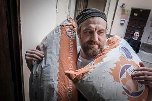 Przyjechali z Jekaterynburga, sprzedają poznaniakom chleby i torty. Walczą o rynek w czasach pandemii