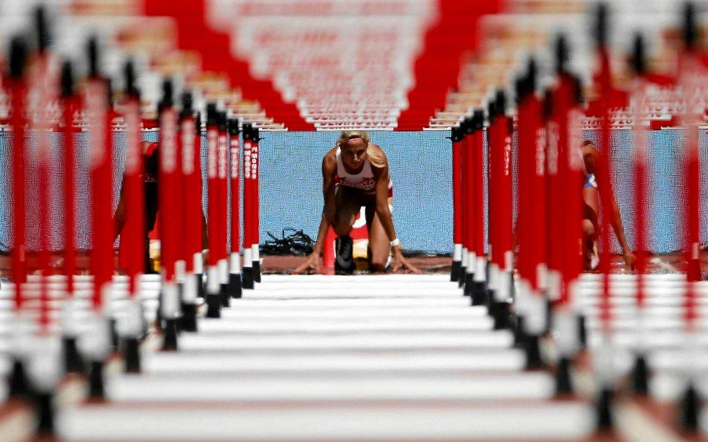 Najlepsze zdjęcia lekkoatletycznych MŚ w Pekinie. <b>Karolina Kołeczek</b> szykuje się do starcia z płotkami