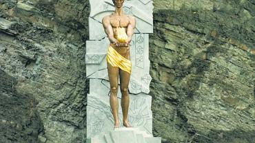 Odsłonięty w listopadzie 2007 r. przez ówczesnych prezydentów Polski i Gruzji - Lecha Kaczyńskiego i Michela Saakaszwilego - pomnik Prometeusza w Tbilisi ma upamiętniać międzywojenny ruch prometejski.