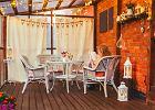 Sielski balkon i taras w bloku. Jak w prosty sposób go zaaranżować?