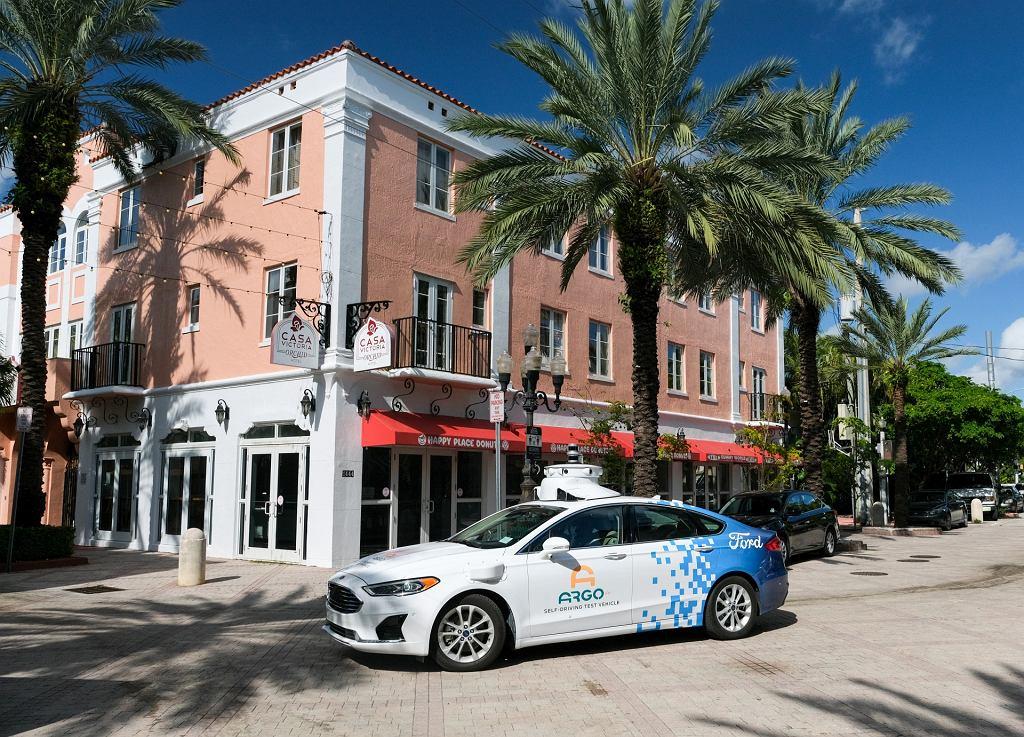 Autonomiczna taksówka Ford Fusion w Miami-Dade
