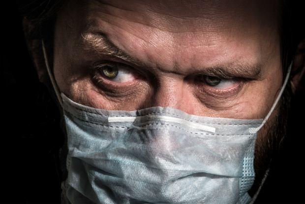 Propagandę antyszczepionkową tworzy 12 ludzi, za którymi stoją silne organizacje