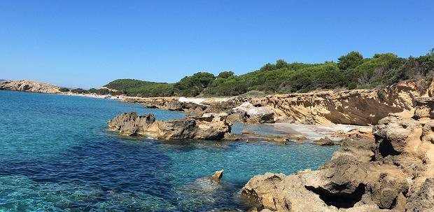 Dzikie plaże w Porto Pino