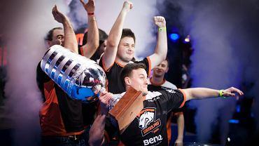 Polacy z Virtus.pro cieszą się z mistrzostwa w Counter-Strike: Go