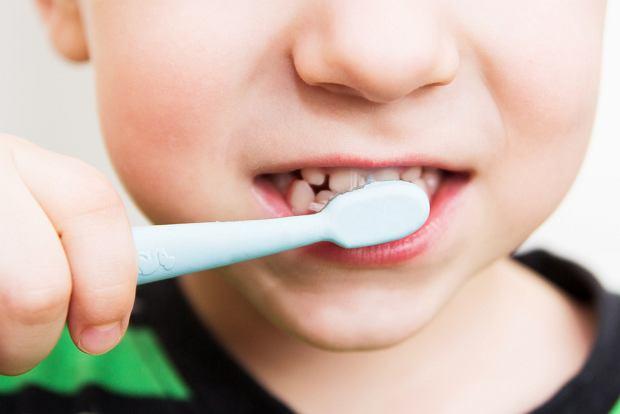 """O zęby trzeba dbać od najmłodszych lat. Rusza kolejna edycja akcji """"Dziel się uśmiechem"""""""
