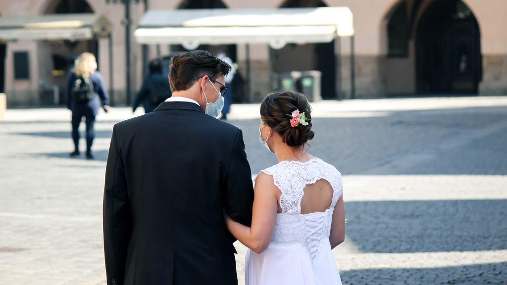 Za wszelką cenę chcieli pobrać się w tym roku. Wolne terminy - tylko w tygodniu
