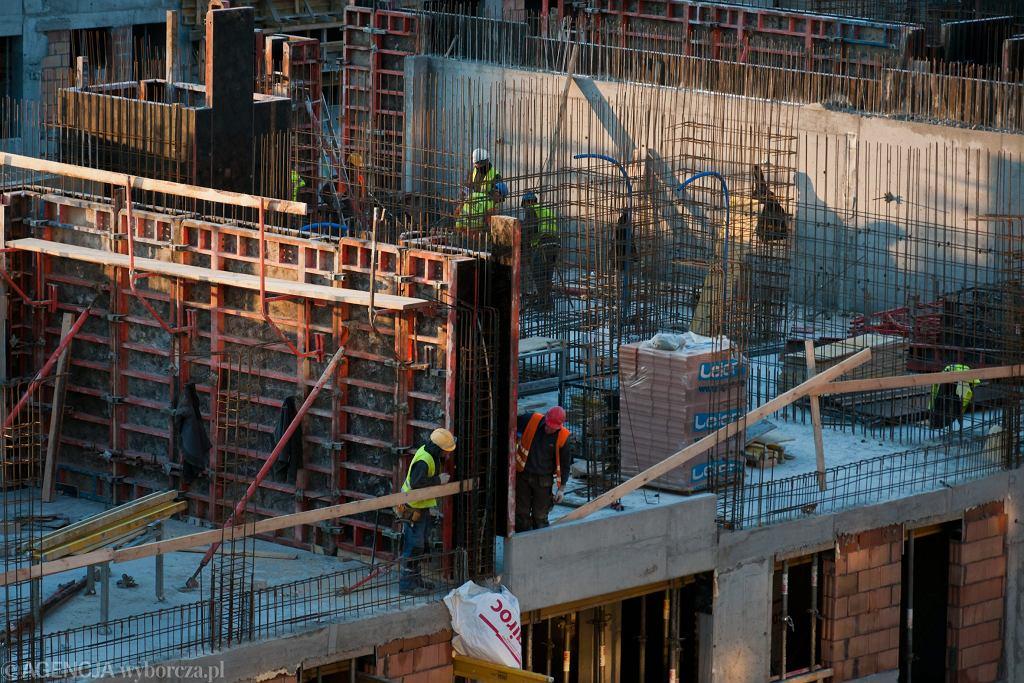 Ukraińcy coraz częściej znajdują w Polsce pracę w budowlance / zdjęcie ilustracyjne